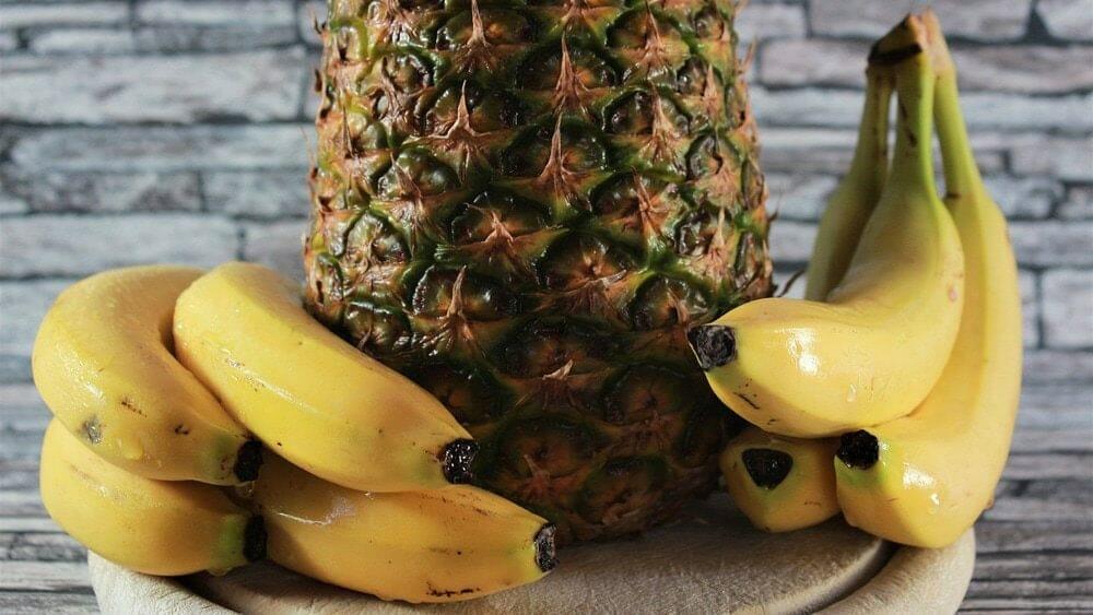 fruits tropicaux banane ananas